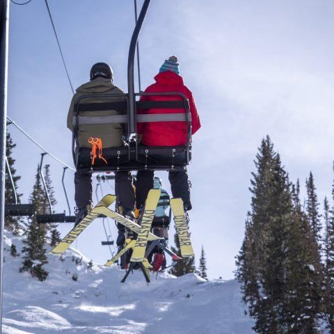 skieurs sur telesiege USA