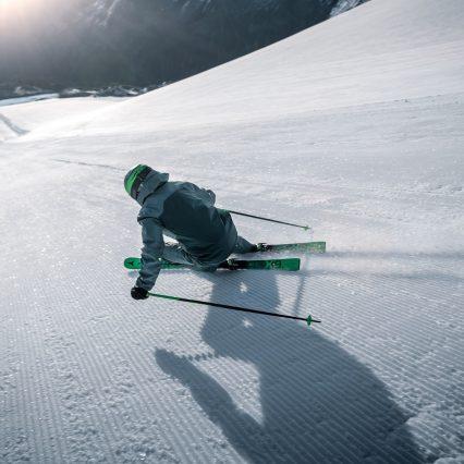 Skieur performance homme sur piste
